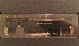HO Bachmann Spectrum Norfolk & Western GE E33 Powered Electric Locomotive N&W