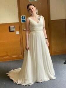 Benjamin Roberts Ivory Wedding dress sIze 12  Used ~ Dry Cleaned