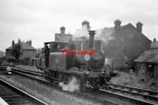 PHOTO  1961 HAYLING ISLAND BRANCH ENGINE AT HAVANT ENGINE 32661 IN THE RUN ROUND