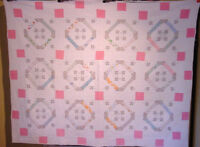 ONE OF A KIND PATTERN EMBROIDERED AND PIECED / APPLIQUE  ANTIQUE QUILT 30s/40s