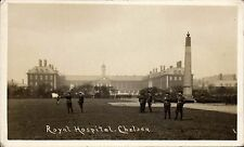 Chelsea. Royal Hospital. Soldiers.