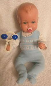 Niedliches altes Original Celba Baby aus Zelluloid mit alter Kleidung