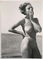 PHOTO RAOUL HAUSMANN : VERA BROIDO NU PLAGE - TIRAGE ARGENTIQUE GSP 1977 VUILLEZ