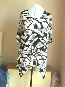 New plus size 26/28 tunic top in slinky jersey pointy hem stunning print