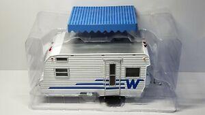 1/24 GREENLIGHT HITCH & TOW 1964 WINNEBAGO 216 TWO TONE WHITE & BLUE