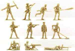 20 Timpo Recast WWII British 8th army - 54mm plastic toy soldiers in tan color