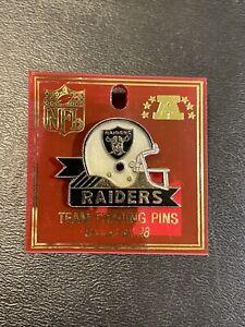 VINTAGE RAIDERS NFL ENAMEL TEAM LOGO HELMET HAT PIN BY PETER DAVID 1985