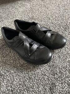 Women's Ecco Black Leather flat Shoes  cross over strap  size 5   pristine