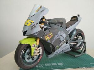 Yamaha YZR M1 2013 Valentino Rossi motorcycle scale 1: 6 paper model