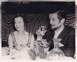 Vivien Leigh John Merivale enjoy dinner VINTAGE Photo