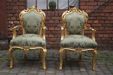 Fauteuil doré à la feuille d'or tissues damas vert d'un château à Bordeaux