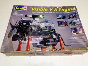 2006 REVELL MODEL 1/4 SCALE VISIBLE V-8 ENGINE MODEL - LOTS OF MOVING PARTS!