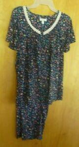 New Women's Small (4/6)   2 piece  pajama set Blue Flower Print