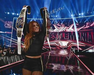 WRESTLING GREAT BECKY LYNCH SIGNED 8X10 WWE WOMEN'S CHAMPION WRESTLEMANIA HOT!