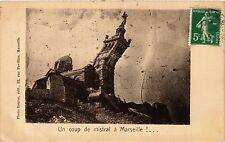 CPA Un coup de mistral a MARSEILLE (403634)