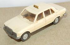 MICRO WIKING HO 1/87 MB MERCEDES BENZ 240 D TAXI CREME 1 étiquette sans mascotte
