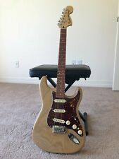 Fender Deluxe Stratocaster - Vintage Blonde with Pau Ferro Neck