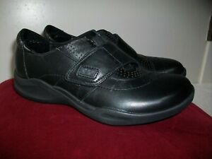 New Women's Clarks Wave Groove Black Leather Walking Slip-On Comfort Shoes 5M