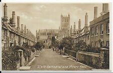 LOVEY VINTAGE POSTCARD,WELLS CATHEDRAL AND VICARS CLOSE,SOMERSET