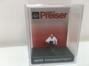 Zeitungsausträgerin 28255 von Preiser