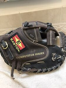 """Easton Competitor Series 33"""" Fast-pitch Softball Catchers Mitt Right Hand Throw"""