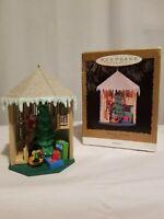1996 Hallmark Keepsake Christmas Ornament Treasured Memories MAGIC light