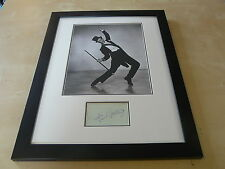 FRED ASTAIRE FRAMED ORIGINAL AUTOGRAPH UACC RD 284 AFTAL RD 36