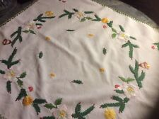 VINTAGE HAND EMBROIDERED CHRISTMAS TEA TABLECLOTH.