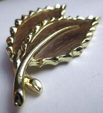 Bijou Vintage broche rétro couleur or feuille effet bois signé SARAH COV 2746