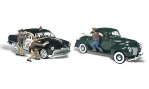 HO Scale - Getaway Gangsters - 2 Cars, Cops & Gangsters  WOO-AS5540