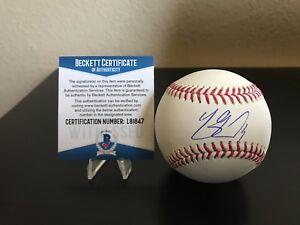 Los Angeles Dodgers Yasmani Grandal Signed MLB Baseball with Beckett COA