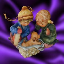 2005 Goebel 'Holiday Surprise' Annual Ornament Collectible Figurine