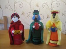 A DELIGHTFUL HAND KNITTED SERENE NATIVITY SET FOR CHRISTMAS. 10 PIECE.