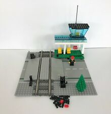 Lego set 4532 Level Crossing – 116 Pieces – 1 Figure – Train – 9v