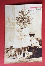 CPA. 1906. NOËL. Sapin. Petites Filles. Poupées. Cheval. Mouton. Jouets.