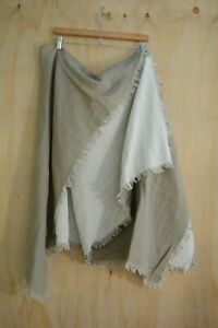Artisan de Luxe Home - Pale green & ivory fringed cotton throw