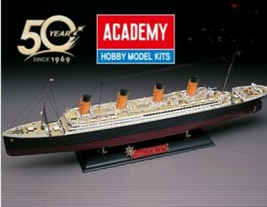 1/400 14215 The White Star liner RMS TITANIC  ACADEMY kit in Plastica Colorata