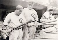 ROGERS HORNSBY+HACK WILSON LOOK OVER LUMBER BEFORE THE GAME BEGINS IN DUGOUT