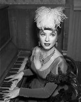 """AMANDA BLAKE """"MISS KITTY"""" IN CBS SHOW """"GUNSMOKE"""" - 8X10 PUBLICITY PHOTO (DA-139)"""