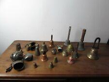 gros lot de cloches anciennes et plus récentes en bronze cuivre laiton fonte....