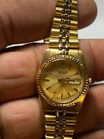 Ladies Gold Tone Seiko 7N83-0041 Analog Watch With Day And Date Feature