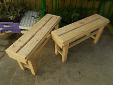 Pareja de BANCOS de madera maciza tableados. Largo 90 cms.
