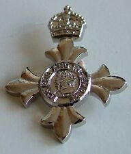 MBE MEMBER OF THE ORDER OF THE BRITISH EMPIRE REGIMENTAL PLATED LAPEL PIN BADGE