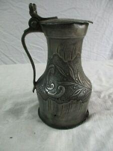 rare pot mesure en étain ancienne sculptée travaillée.
