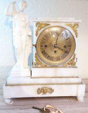 Wiener Empire Pendule Kaminuhr Alabaster, mit Datum. M. Miller & Sohn in Wien