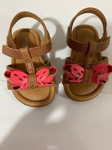 B45 Genuine Kids From Oshkosh Baby Girls Brown Aggy Sandal Size 3