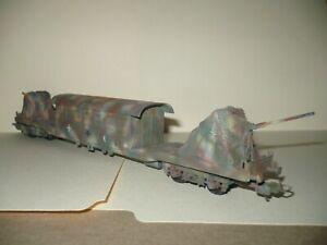 WW2 Luftwaffe - HO camouflaged dbl axle flat car w/ flak guns & cabin - Lima