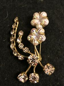 Vintage gold tone flower bouquet brooch (B.343)