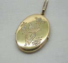 A Lovely Two Colour 9ct Gold Engraved With Birds Of Paradise And Flowers