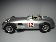 FOR  CMC  1/18  FIGURINE  FANGIO  DRIVING  VROOM  FOR  MERCEDES  W196  MONOPOSTO